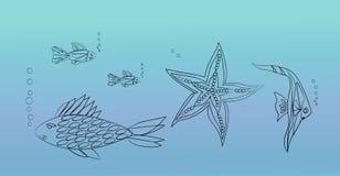 Os peixes e a estrela do mar vivem no mar Foto de Stock