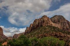 Os penhascos de Zion Canyon Imagens de Stock