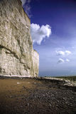 Os penhascos na praia Birling da abertura fotos de stock