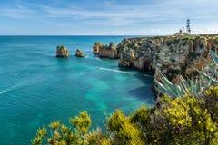Os penhascos veem em Lagos, o Algarve Imagem de Stock