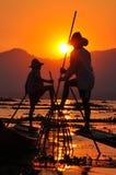Pescadores no por do sol do lago Inle. Imagem de Stock Royalty Free