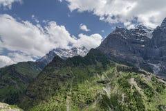 Os picos da neve e gren inclinações Foto de Stock Royalty Free