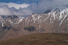 Os picos nevado do Cáucaso Foto de Stock