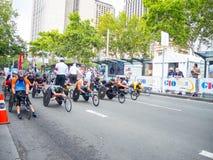 Os pilotos australianos da cadeira de rodas são no início ponto ajustado para a competição em eventos especiais no dia de Austrál imagens de stock