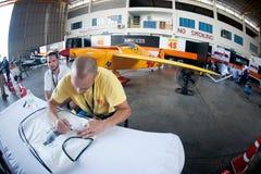 Os pilotos são assinatura para o turista em Airrace 1 Imagem de Stock Royalty Free
