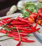 Os pimentões e os vegetais indicam Chili Pepper And Cayenne imagem de stock