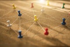 Os pinos conectaram o fundo linear da rede networking fotografia de stock royalty free