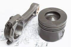 Os pistões e as bielas encontram-se no plano do mecanismo aluído motor a combustão interna Fotografia de Stock