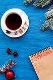 Os planos pelo ano novo na placa abrem a opinião superior do caderno Imagem de Stock Royalty Free