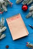 Os planos pelo ano novo na placa abrem a opinião superior do caderno Fotografia de Stock