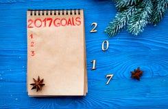 Os planos pelo ano novo na placa abrem a opinião superior do caderno Imagens de Stock