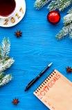 Os planos pelo ano novo na placa abrem a opinião superior do caderno Fotos de Stock