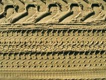 Os pneus seguem na areia Fotos de Stock