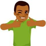 Os polegares afro-americanos levantam o homem Imagem de Stock Royalty Free