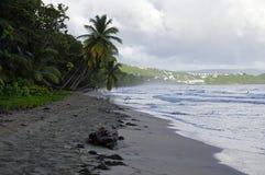 Os povos andam sobre o La Diamond Beach o 31 de dezembro de 2016, ilha de Martinica, menos Fotos de Stock Royalty Free