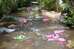 Os povos apreciam a tubulação para baixo Georgia River norte imagens de stock royalty free