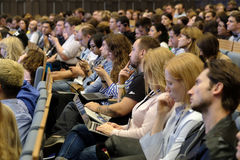 Os povos assistem à conferência do negócio Fotos de Stock Royalty Free