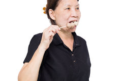 Os povos comem as bolas de carne grelhadas isoladas no backguounrd branco Fotografia de Stock Royalty Free