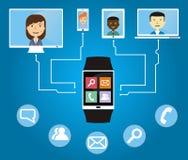 Os povos comunicam-se usando um relógio esperto Imagens de Stock