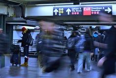 Os povos de cidade comutam para trabalhar o trânsito do metro do metro de New York City das horas de ponta imagens de stock royalty free