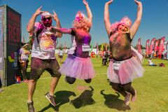 Os povos diversos que correm na cor correm a maratona em Joanesburgo imagens de stock royalty free
