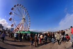 Os povos e uma roda de ferris em Heineken primavera soam o festival 2013 Imagem de Stock
