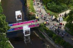 Os povos em ruas durante Karlovy variam o festival de cinema internacional o 3 de julho de 2016 em Karlovy variam, república chec Foto de Stock Royalty Free