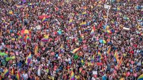Os povos em Taksim esquadram para a parada de orgulho de LGBT Fotografia de Stock