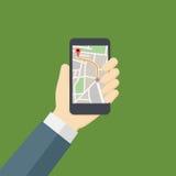 Os povos entregam guardar Smartphone com mapa da navegação Foto de Stock