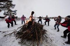Os povos estão comemorando a celebração tradicional de Shrovetide no fotografia de stock royalty free
