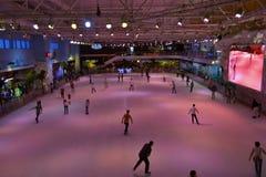 Os povos estão patinando Foto de Stock