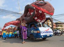 Os povos executam no carnaval do anuário de Sihanoukville Fotografia de Stock Royalty Free