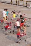 Os povos fizeram seus mantimentos, Pequim, China Foto de Stock