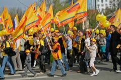Os povos participam na demonstração do primeiro de maio em Volgograd Imagem de Stock