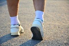 Os povos que andam na manhã para aquecem o corpo para movimentar-se e e Foto de Stock Royalty Free