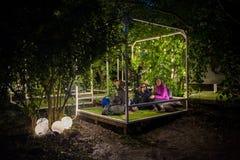 Os povos que relaxam em um special que refrigera a área natural decoraram a sagacidade Imagem de Stock
