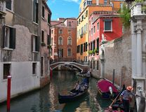 Os povos querem montar uma gôndola Veneza Italy Imagens de Stock Royalty Free