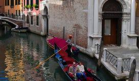 Os povos querem montar uma gôndola Veneza Italy Foto de Stock Royalty Free