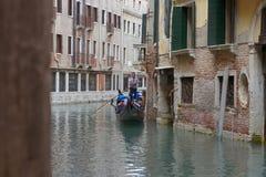 Os povos querem montar uma gôndola Veneza Italy Imagens de Stock