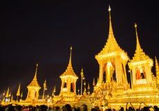 Os povos têm a visita à exposição do rei Rama 9, após a cerimônia, o grande fogo foto de stock