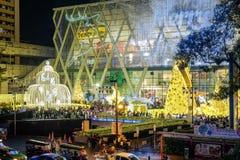 Os povos vêm iluminam acima junto o evento, para comemorar o dia de Natal e o ano novo feliz 2017 Foto de Stock Royalty Free