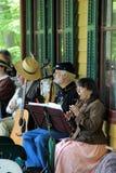 Os povos vestiram-se na roupa do período, jogando no concerto, Grant Cottage, Saratoga New York, 2014 fotos de stock