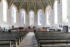 Os povos visitam a igreja luterana nos sem-fins Foto de Stock Royalty Free