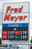 Os preços de gás assinam dentro Oregon em Fred Meyer Imagens de Stock
