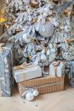 Os presentes estão sob a árvore Imagem de Stock