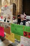 Os professores espanhóis golpeiam na catedral de Sevilha Imagens de Stock