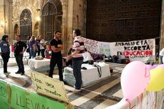 Os professores espanhóis golpeiam na catedral de Sevilha Foto de Stock Royalty Free