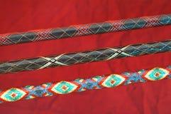 Os projetos coloridos decoram estas varas de pesca feitas sob encomenda Foto de Stock