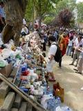 Os protestadores os suportes dos primeiros socorros, da medicina e do alimento, livres dão Imagem de Stock