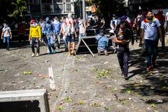 23-01-2019 os protestantes venezuelanos tomam às ruas para expressar seu descontentamento na aquisição maioritária ilegítima de N fotografia de stock